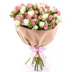 15 кустовых роз в крафте