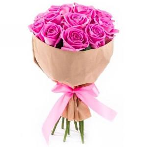 15 розовых роз в крафте